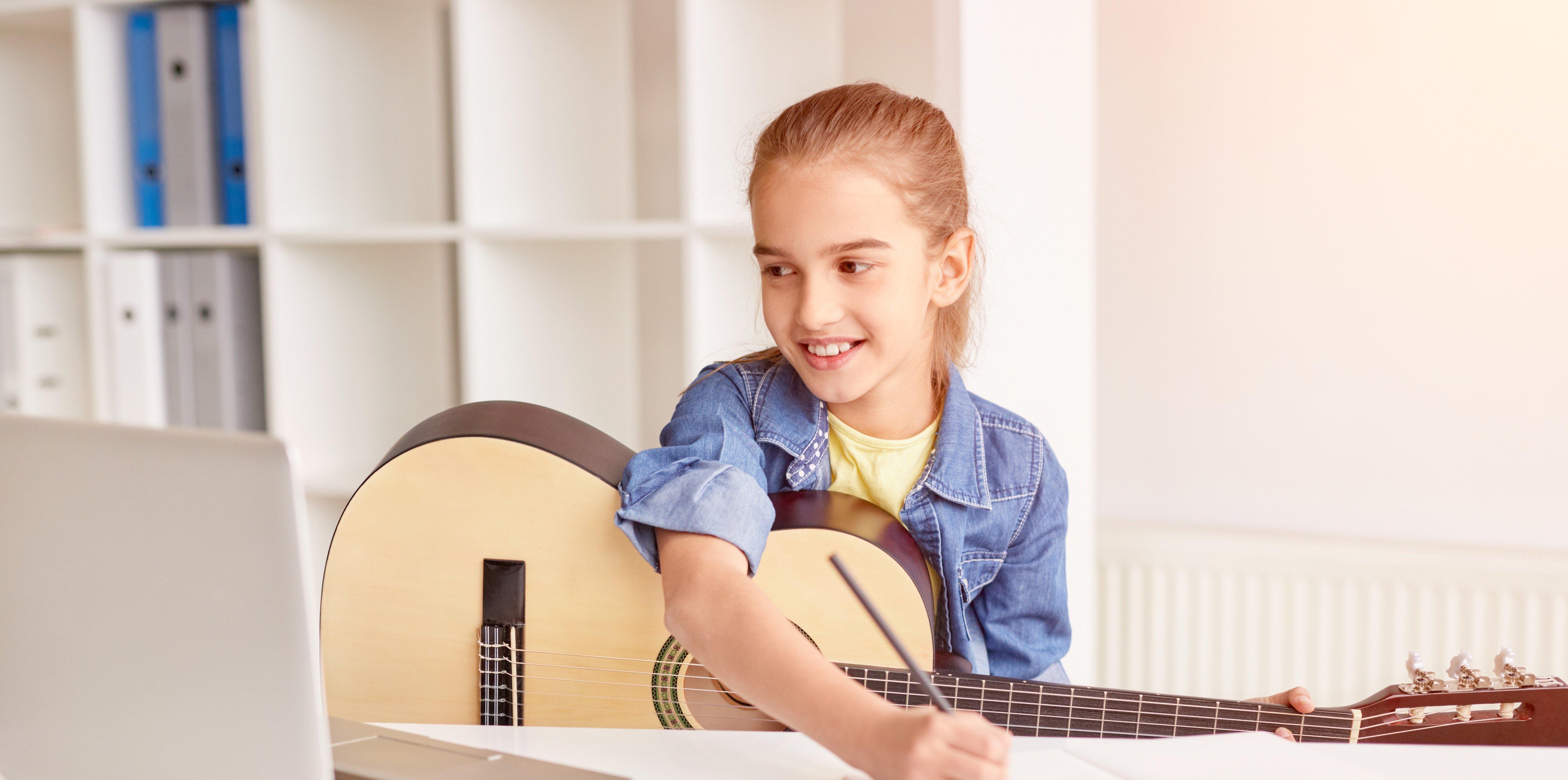 Online Guitar Lesson Girl in Houston TX